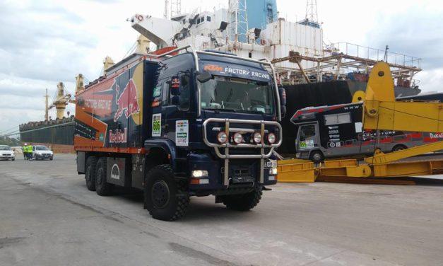 Vehículos llegando al puerto de Campana – Dakar 2017