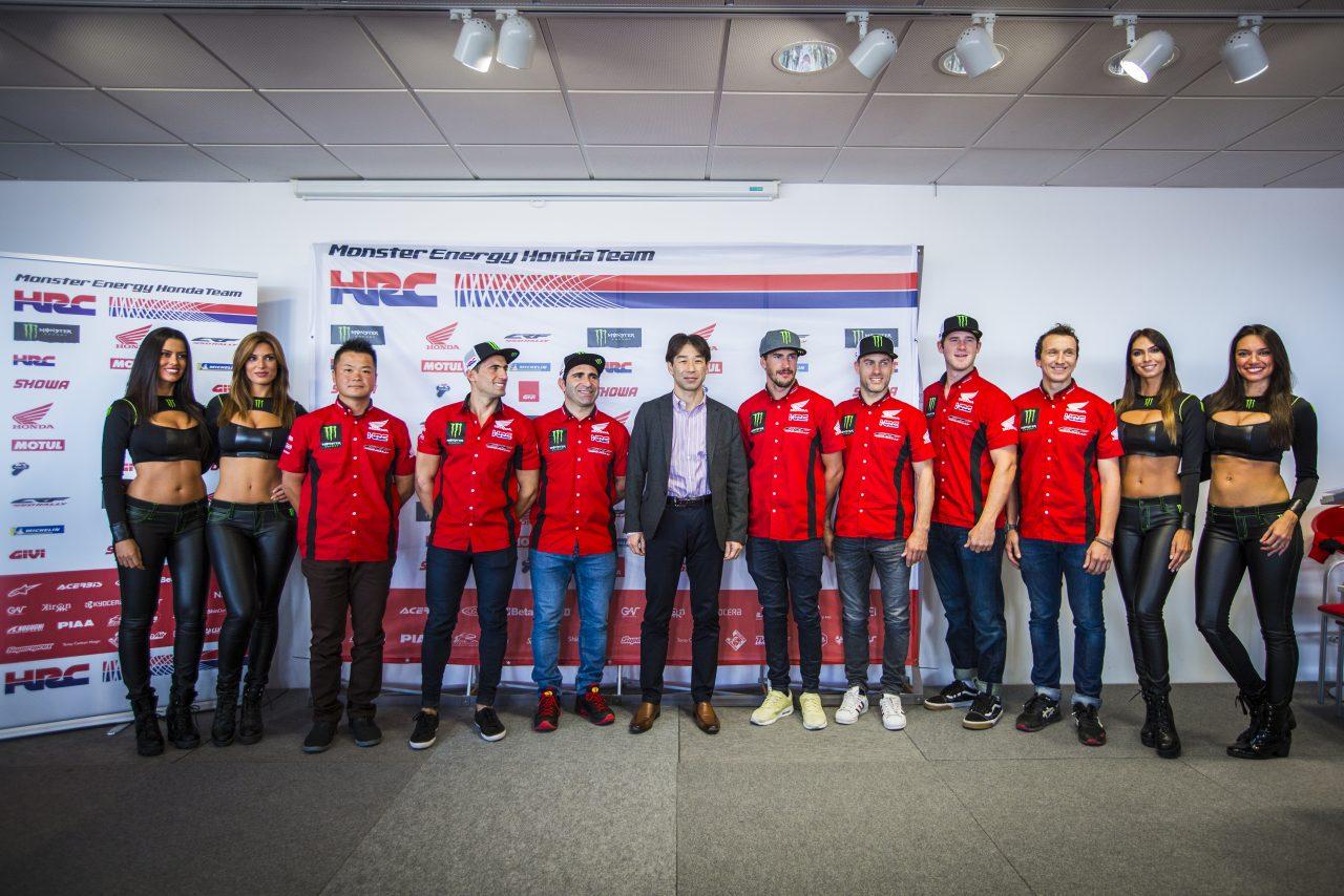 Los integrantes del equipo Honda HRC durante el Dakar Day en España.