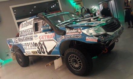 Roberto Naivirt presentó su Hilux para el Dakar 2018
