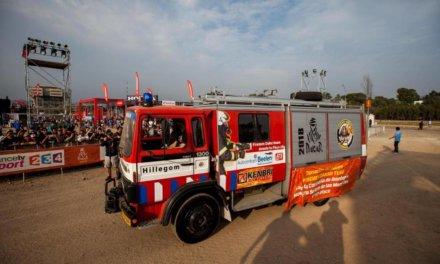 Los bomberos holandeses del Dakar donaron un camión a un cuartel peruano