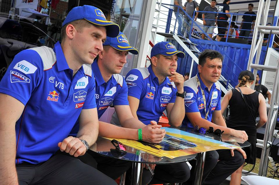 Los cuatro integrantes del Kamaz Master Team Para el Dakar 2018 Dmitry Sotnikov, Anton Shibalov, Ayrat Mardeev y Eduard Nikolaev