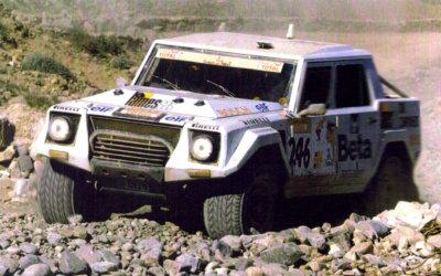 Lamborghini LM002: una bestia que se extraña en el Dakar