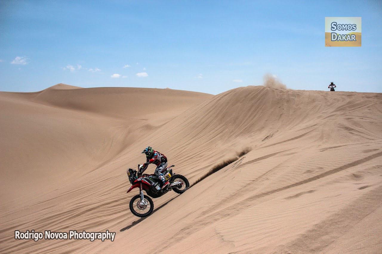 PH: Rodrigo Novoa – somosdakar.com ©. Vehículos en competencia durante el Rally Dakar 2018 en Perú. Etapa 1, Lima-Pisco.