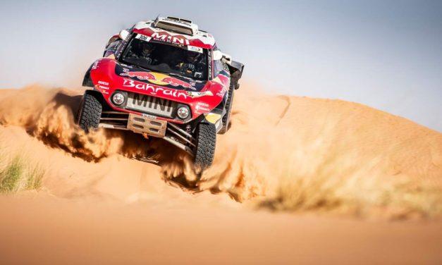 Carlos Sainz gana por segunda vez en Marruecos y da pelea