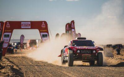 Carlos Sainz y Stéphane Peterhansel correrán el Dakar 2021 con el Buggy JCW de MINI