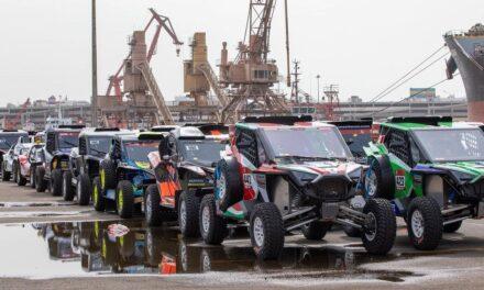El Barco Dakar 2021 ya llegó a Jeddah y comenzó el desembarco de vehículos