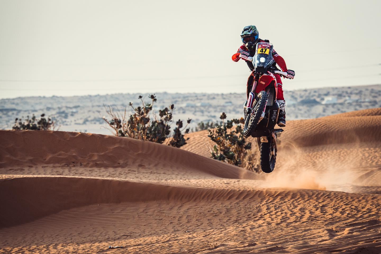 Kevin Benavides logra una gran victoria pese a un golpe fuerte – Reporte Motos – Dakar 2021 – Etapa 5
