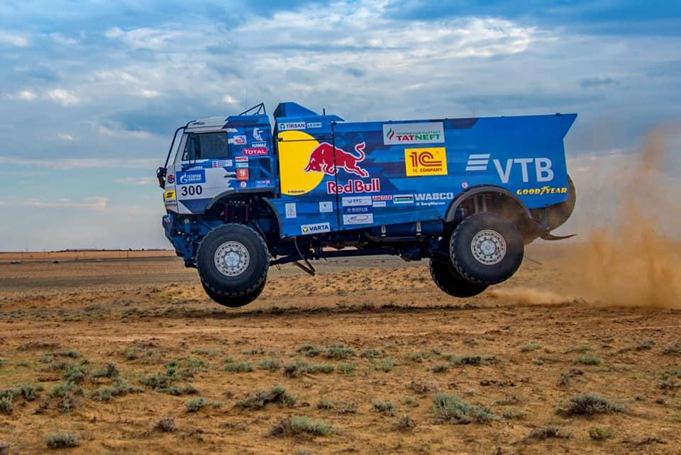 Dmitry Sotnikov lidera el Rally Gold of Kagan tras tres etapas