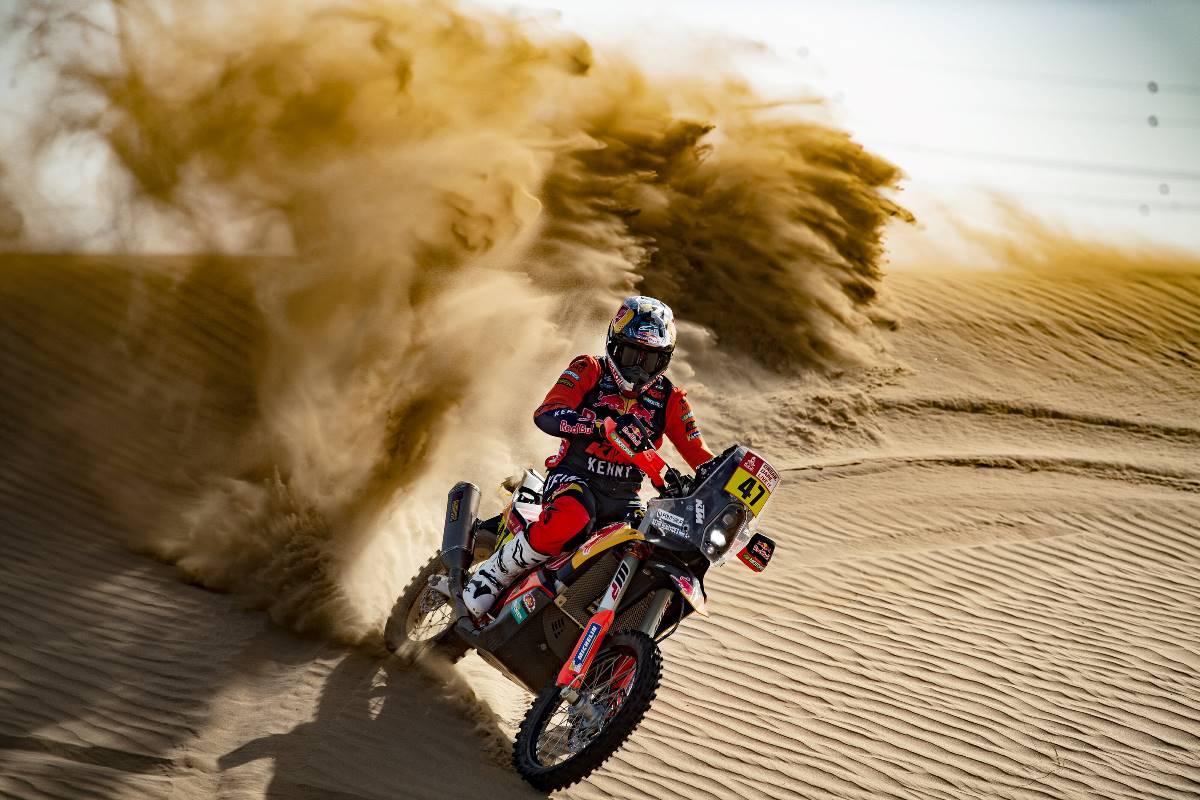 Kevin Benavides suma sus primeros kilómetros con KTM en Dubai