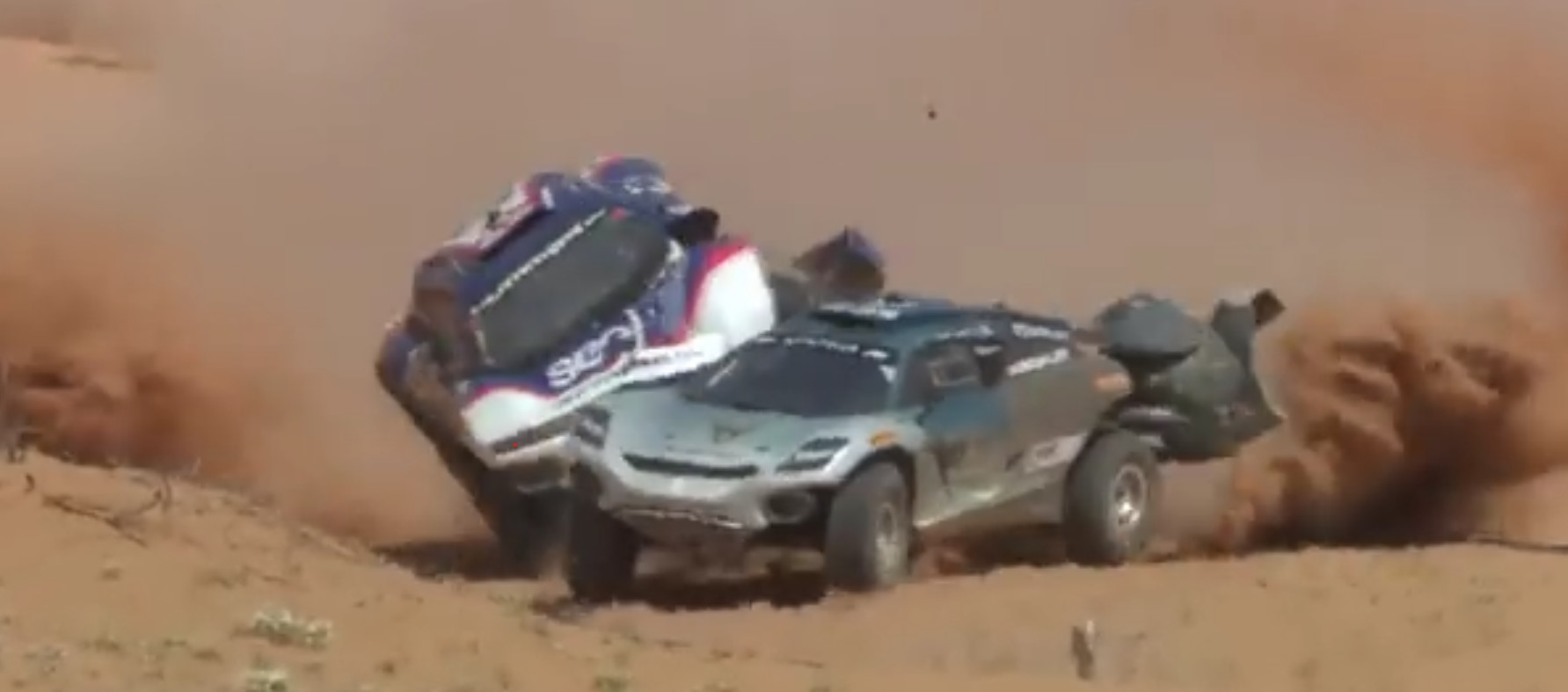 Video: fuerte accidente entre dos vehículos en la Extreme E