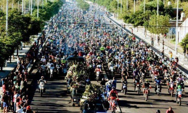 Conmovedora imagen: miles de motociclistas acompañaron a Wey Zapata en su último viaje en San Juan