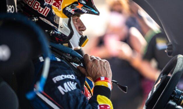Carlos Sainz cerca de correr el Dakar 2022 con Audi