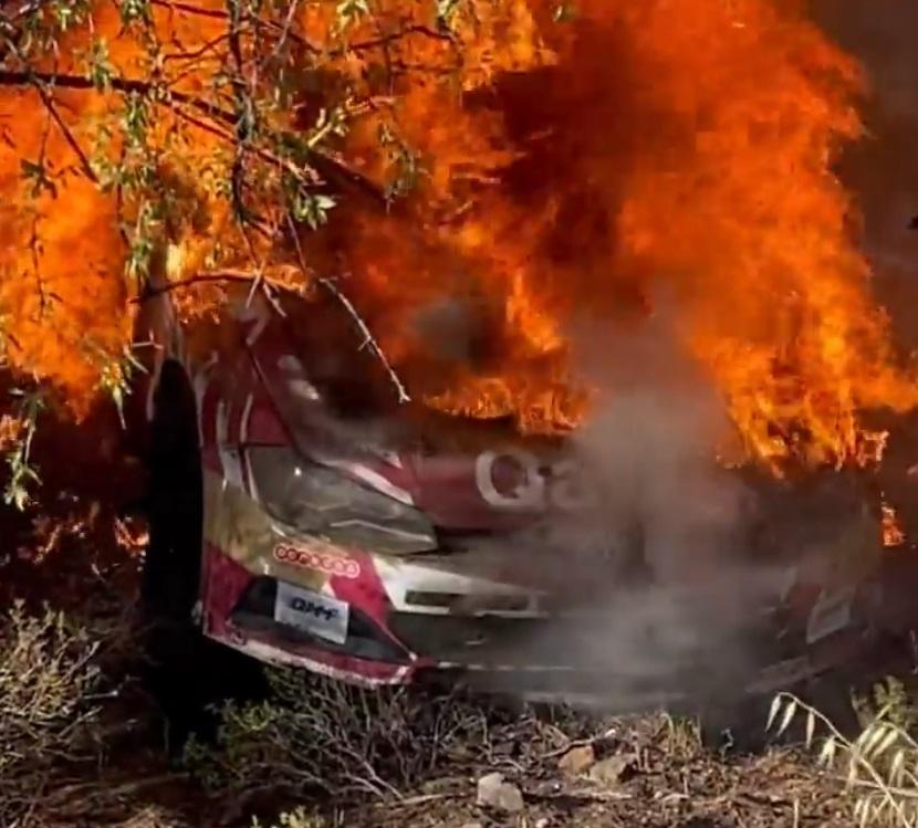 Video: Al-Attiyah sufrió un accidente y su coche se prendió fuego